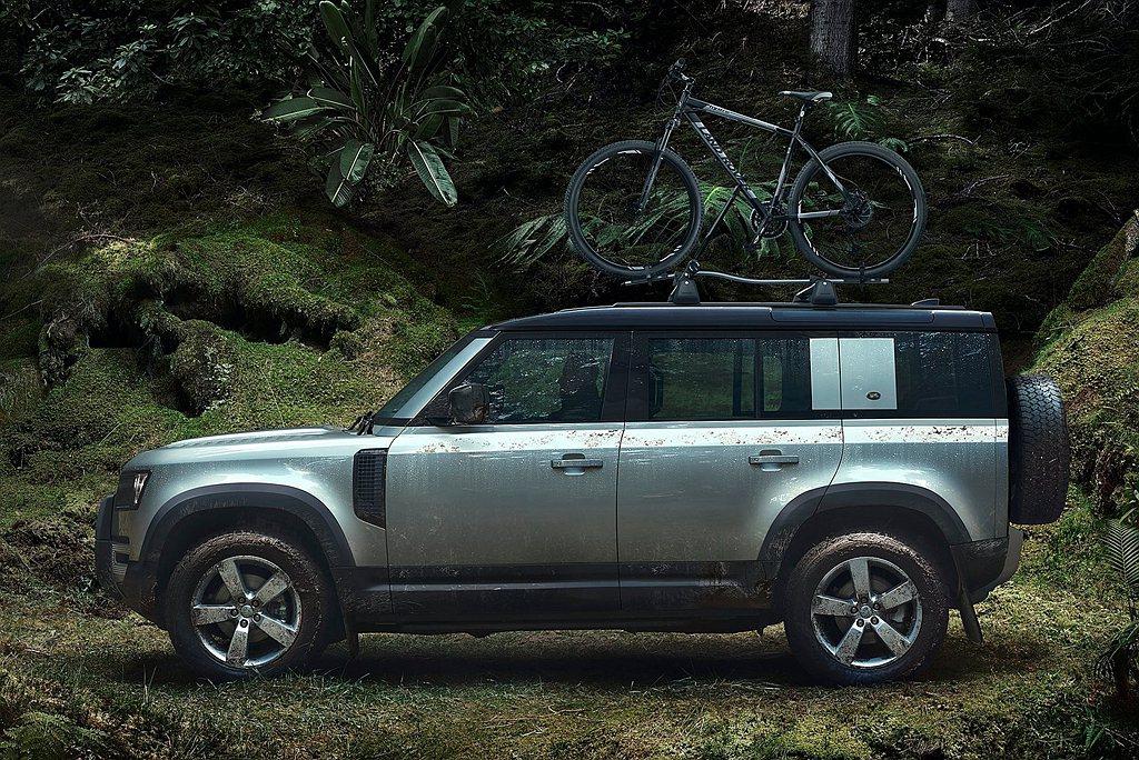 獨特的輪廓使Land Rover Defender在外觀上能夠立即被辨認,前後短...