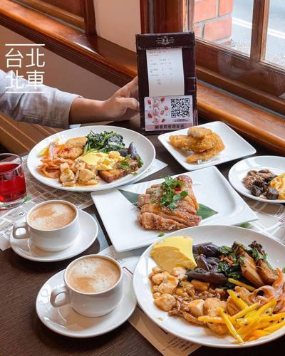 網友分享了一間台北CP值超高的buffet。菜色相當多元,只要160元。 圖片來源/邊緣哺の遠距孤食日記