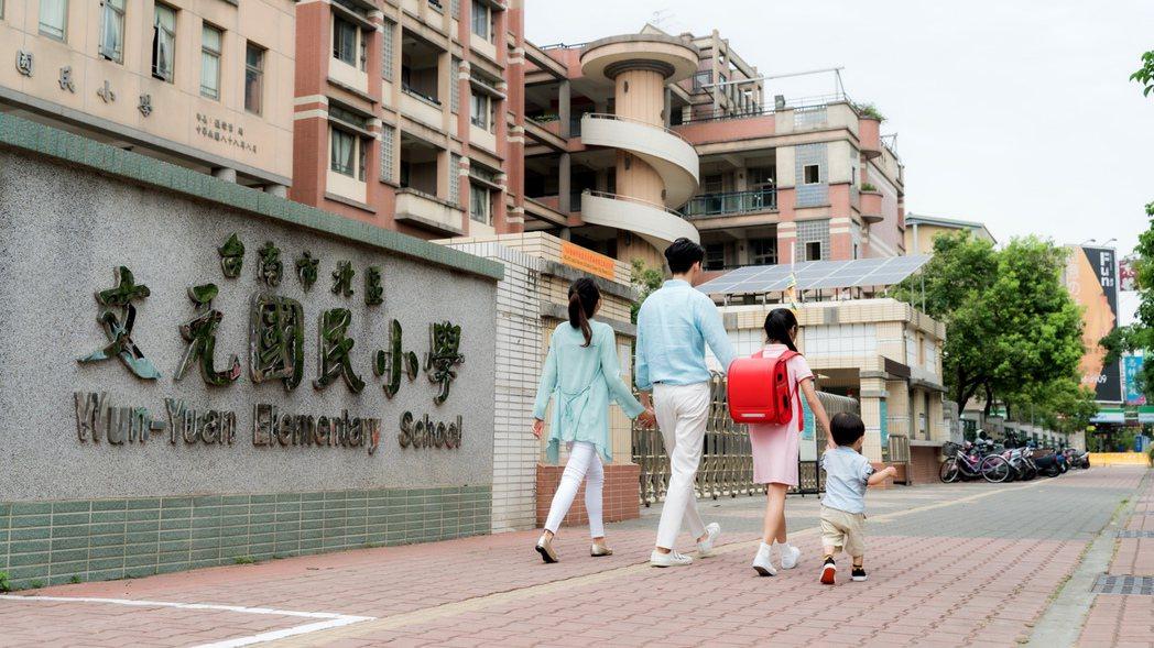 文元國小為區域優良學區,不少家長爭相卡位。