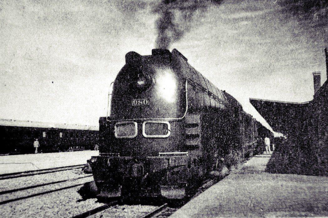 圖為滿鐵代表性象徵的超特急列車「亞細亞號列車」(あじあ号)。幾位與下山事件有關的...
