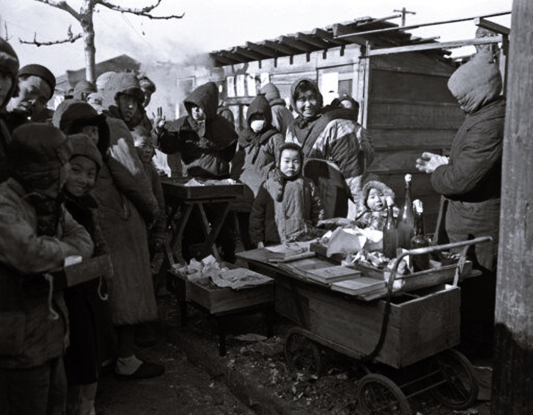 1946年在滿州等待返回日本的民眾。 圖/美聯社