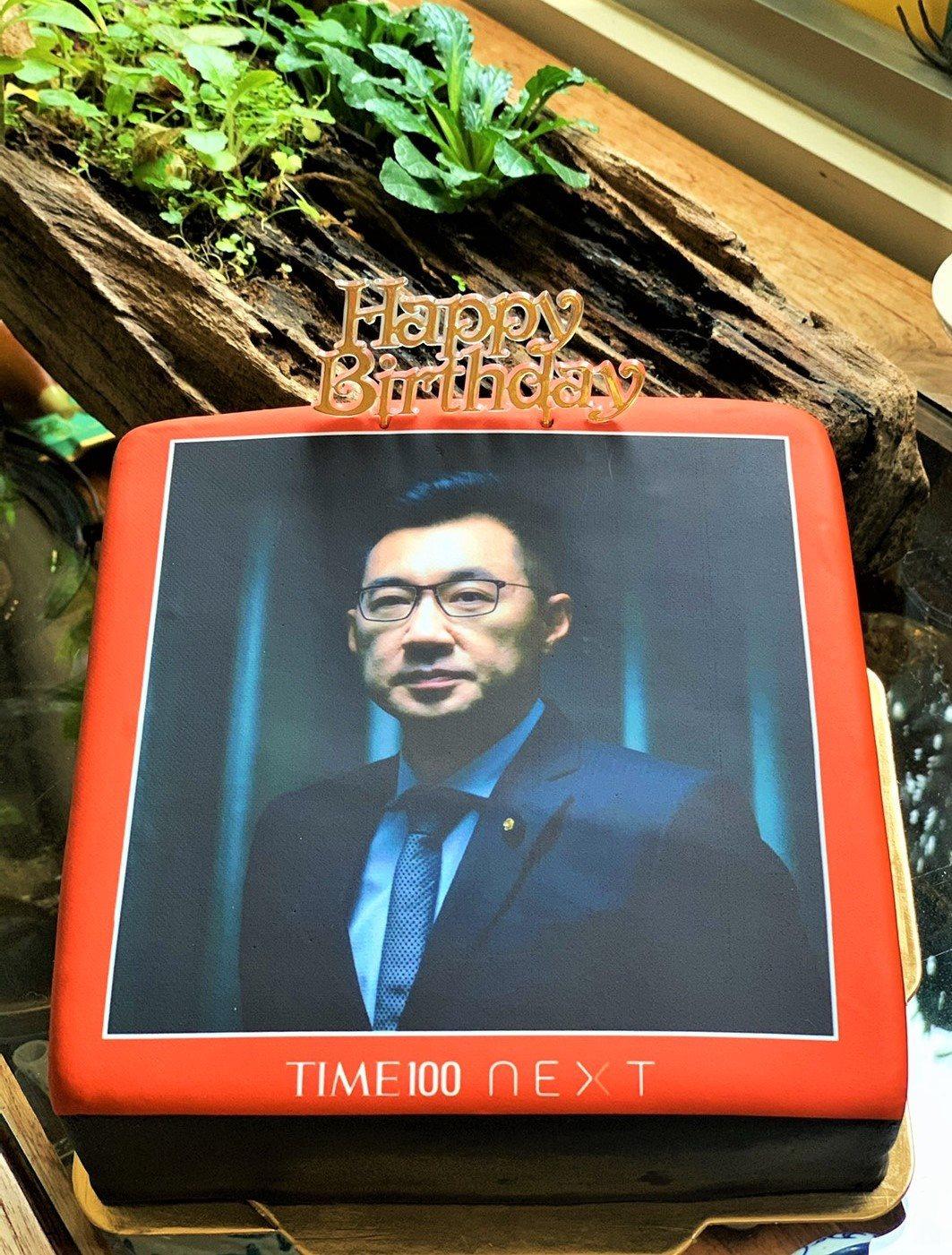 劉曉萍送給國民黨主席江啟臣的翻糖蛋糕。 圖/劉曉萍 提供