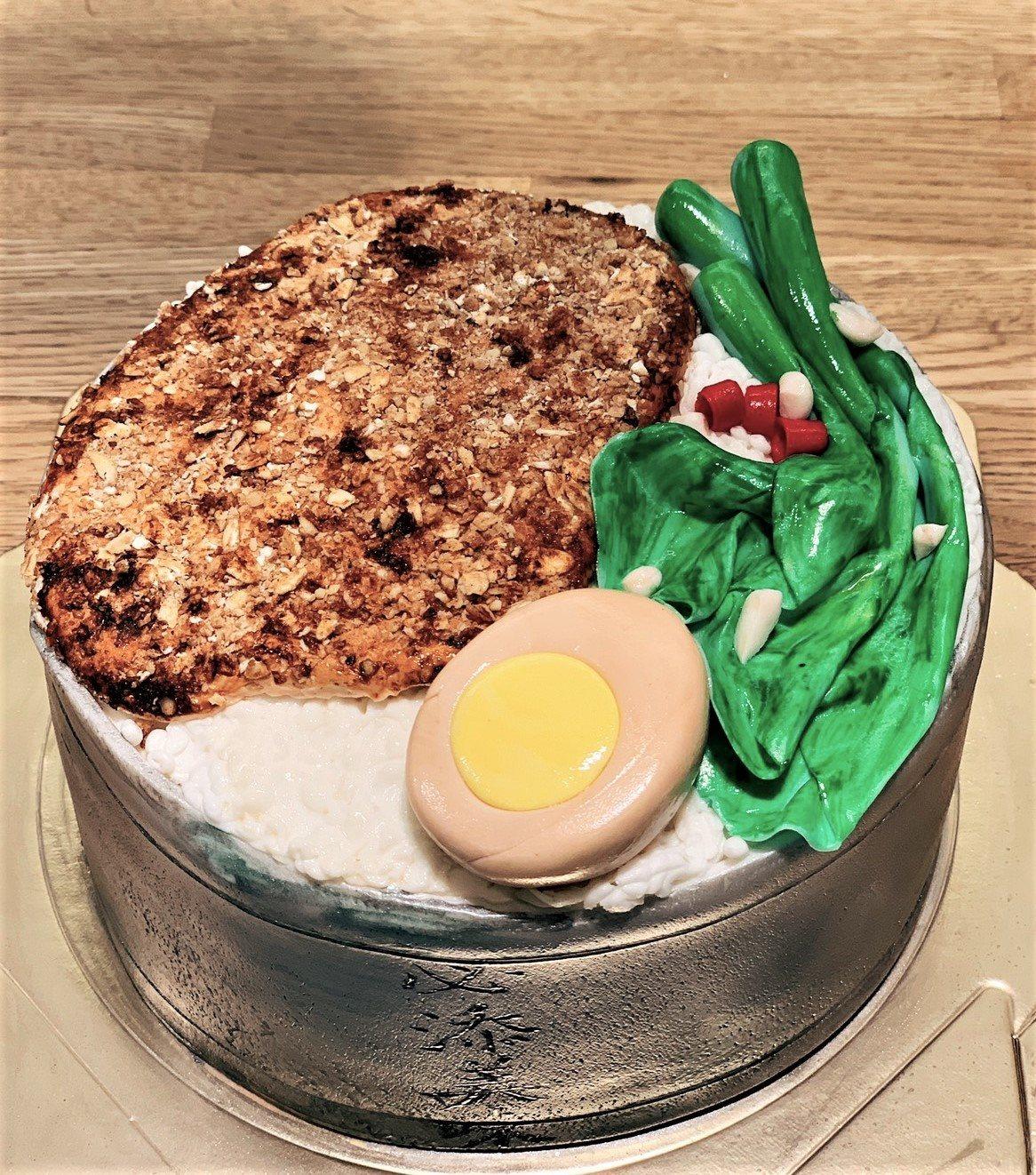 劉曉萍的豬排便當翻糖蛋糕精緻逼真。 圖/劉曉萍 提供