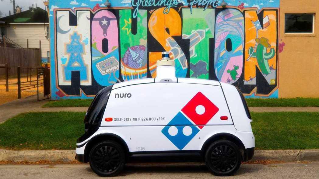 Domino's達美樂比薩在休士頓申請了Nuro R2無人自駕車外送測試。 摘自...