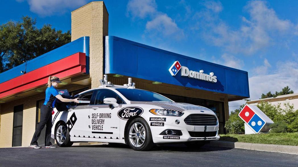 早在2017年達美樂就在密西根,使用一輛無人駕駛的Ford Fusion進行送餐...