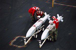 空中長程打擊利器:台灣如何應用AGM-154C聯合距外精準武器?