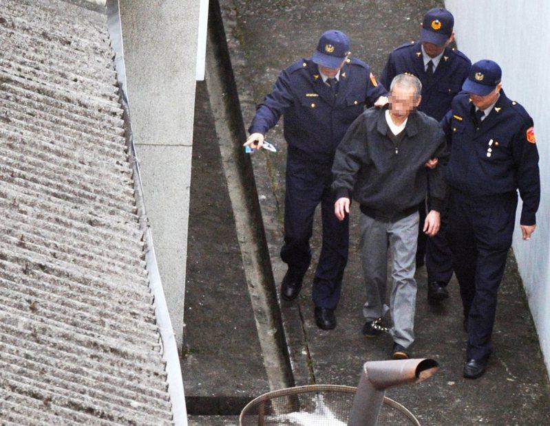 二審法警是擔任執行死刑槍決的「劊子手」,圖為台北看守所執行死刑犯槍決,死刑犯在法警的戒護下步入刑場。圖/聯合報系資料照片
