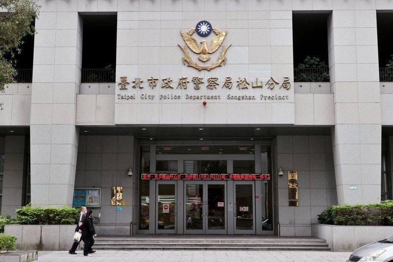 台北市政府警察局松山分局日前傳出黑衣人衝入中崙派出所打砸案件,但現場監視畫面卻遭刪除,引起民眾對警方執法疑慮。記者曾原信/攝影
