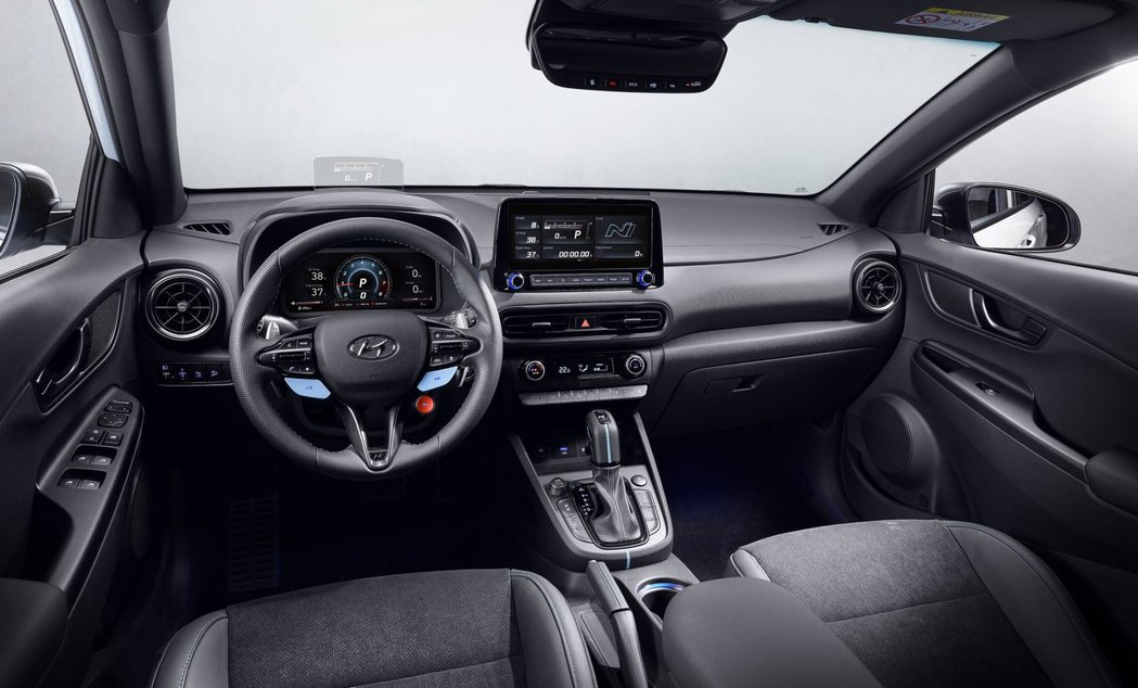全新Hyundai Kona N車室格局與一般版本大致上相同,但是Kona N在...