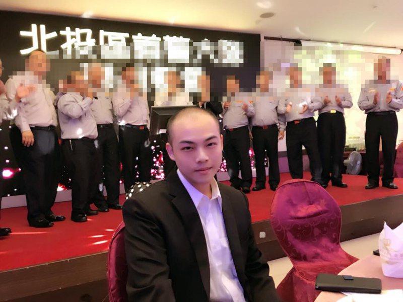 趙映光兒子趙介佑(中)先前依販賣毒品及詐欺等罪,遭到檢方聲押。 圖/翻攝自趙介佑臉書