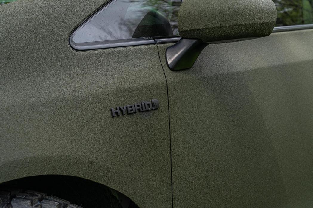仍可看到葉子版上Hybrid的字樣。 圖/摘自carbuzz.com