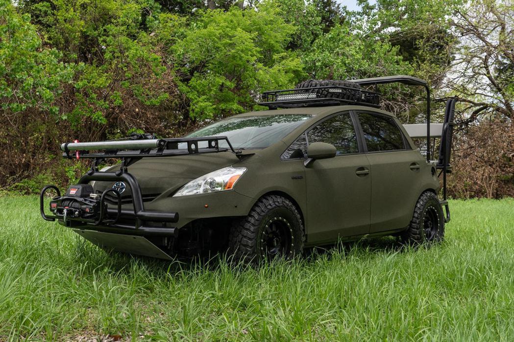 TOYOTA Prius透過改裝成為一台狩獵戰車。 圖/摘自carbuzz.co...