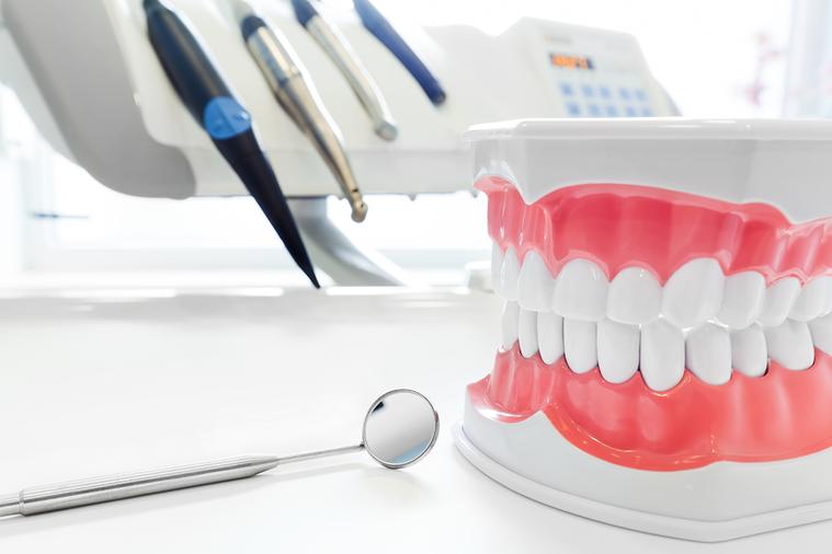 從沒洗過牙的病人、很少洗牙的病人、牙結石很厚的病人、對於酸很敏感的病人(有時洗下...