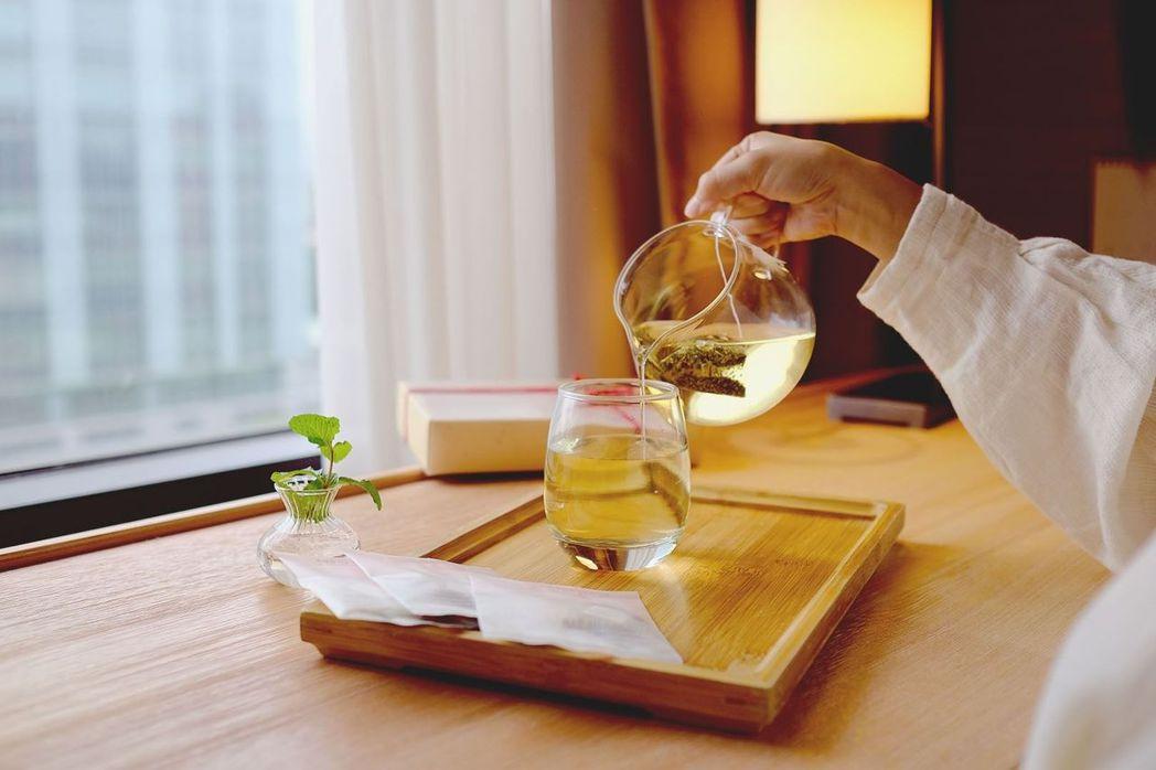 和逸飯店隨房提供小草作無咖啡因花果茶包 (每房四包)。  和逸飯店/提供