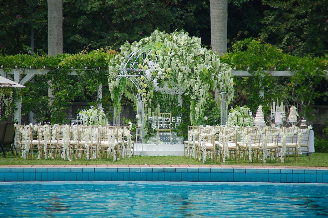 圓山飯店擁有一座全北市最美麗的戶外泳池,坐擁1500坪戶外池畔空間,無論是規劃精...