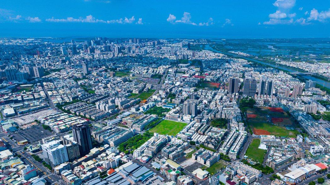 鄭子寮重劃區位於台南市北區正核心區位,且擁有市中心稀有高綠覆率、低密度優勢。 業...