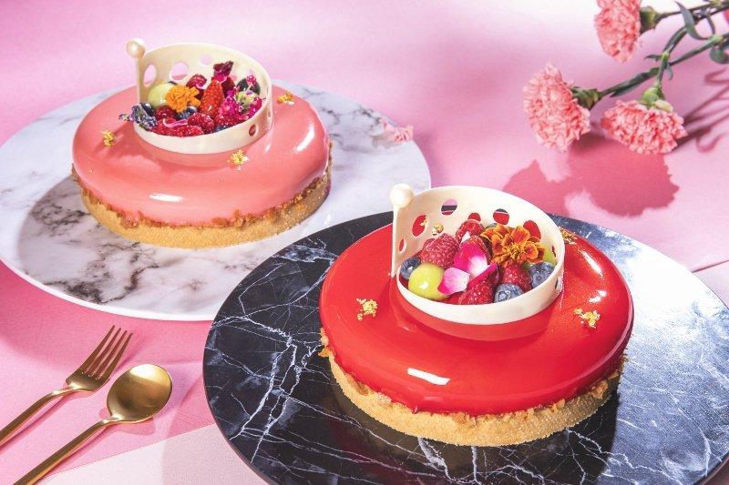 凱達大飯店母親節蛋糕「馨滿意足」,頂部採用新鮮水果、花朵點綴,好似一座被人細心呵...