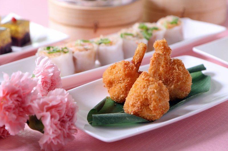 台北老爺明宮粵菜廳,母親節餐期提供單點菜色服務,讓人數不多的小家庭也能輕鬆帶母親...
