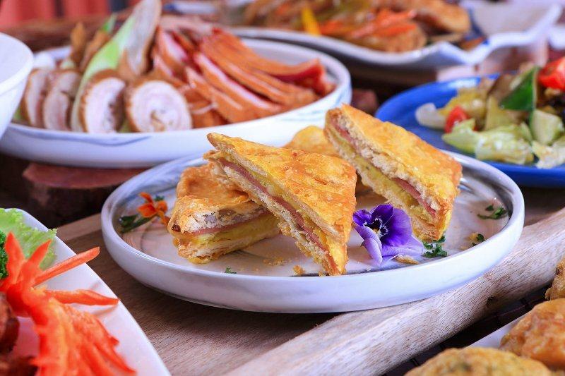 台北老爺酒店Le Café自助餐廳,母親節除了推出多款經典台式酒家菜外,還加碼推...