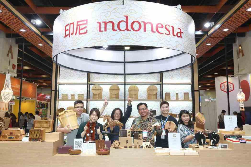 印尼館帶來文創手工藝品,推廣印尼的文化創意禮贈品。   貿協/提供