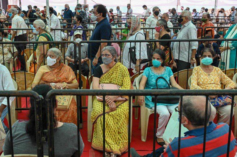印度新冠肺炎疫情嚴重,醫療系統瀕臨崩潰。 法新社