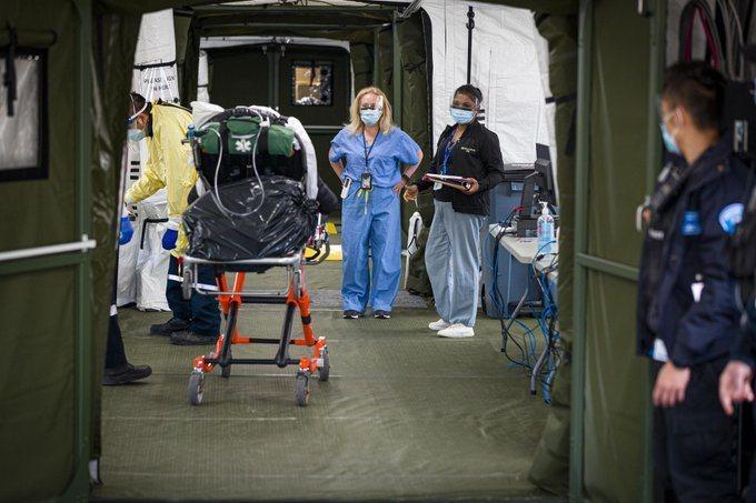 加拿大軍方派遣由護理人員、醫療技術人員及加拿大部隊成員組成的多用途醫療援助小組,前往安大略省提供支援。(photo by @Sunnybrook twitter)