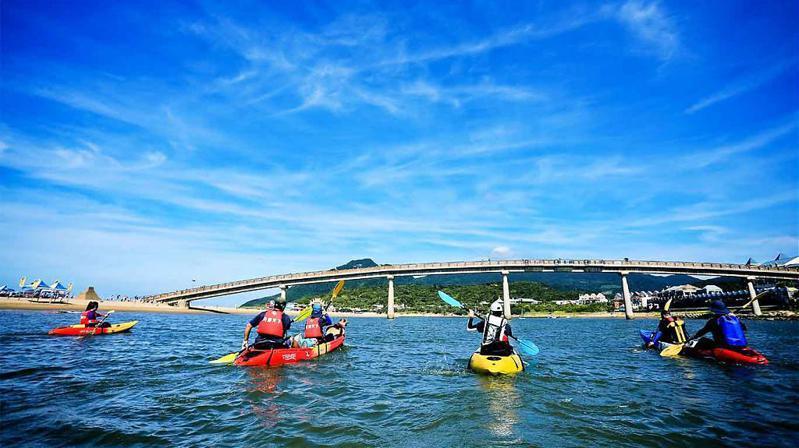▲五月份旅遊活動推薦-福隆獨木舟體驗。(圖/Tripbaa趣吧!自由行專家)