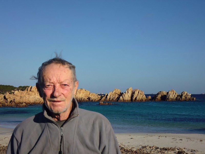 過去30幾年來一直獨居在義大利布德利島的「現代魯賓遜」莫蘭迪近日受訪時表示,自己終將屈服於當局壓力,準備離開小島並搬到一間普通的小公寓,結束自己的「冒險生活」。截自臉書