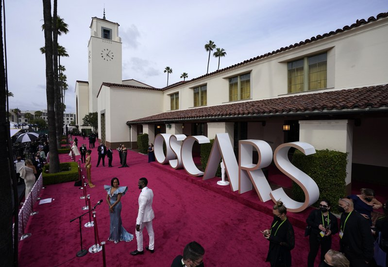 奧斯卡獎作為藝術水準的表彰,也越來越成為大家檢視是否符合政治正確。美聯社
