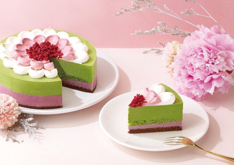 辻利茶舗的「抹漾莓果慕斯蛋糕」,適合喜愛抹茶的媽媽,6吋售價890元。圖/辻利茶舗提供