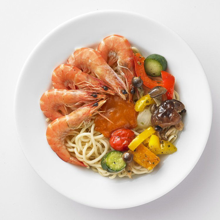 IKEA白蝦烤蔬菜麵220元。圖/IKEA提供