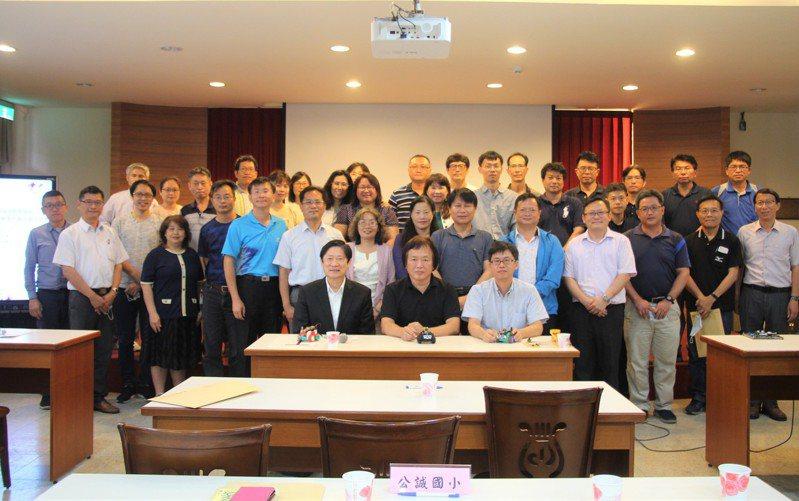 教育部「STEM+A課程導向數位跨域教育扎根計畫」,台南新營地區由南光高中獲選行星基地學校,今天召開說明會。圖/南光高中提供