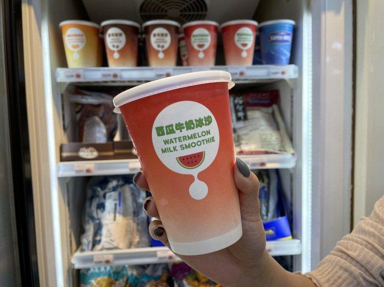 萊爾富即日起至5月18日推出新品西瓜牛奶冰沙(大杯售價65元),活動期間享沁涼消...