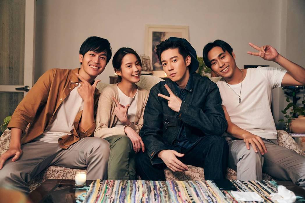 蔣卓嘉(右二)新歌「看不見的傷最痛」MV邀來新銳演員林孫煜豪(左起)、程予希和楊