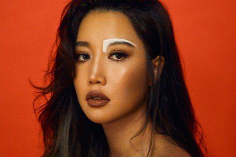A-Lin將於5月7日起在大直ATT SHOWBOX舉辦10場「Romadiw」(一起來唱歌)演唱會,光排歌單就宛如遇到「大魔王」般,太多歌曲想唱卻又怕超時,A-Lin直呼:「根本是終極二選一!」她...