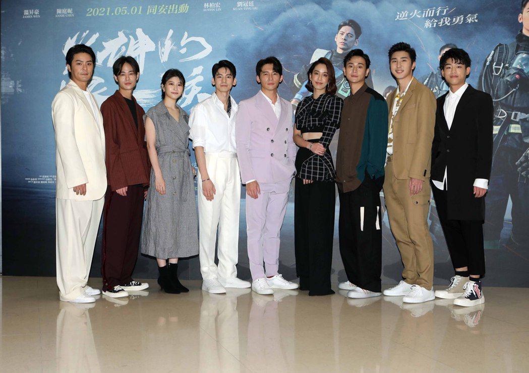 「火神的眼淚」演員們大集合,元康(左起)、夏騰宏、江宜蓉、林柏宏、溫昇豪、陳庭妮