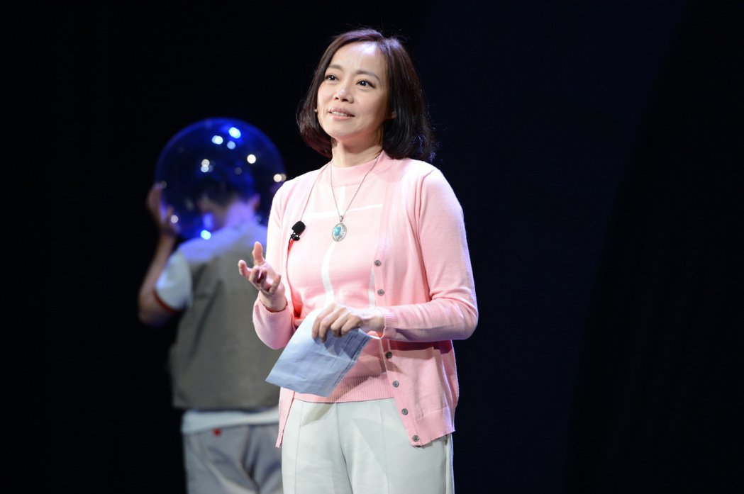 范瑞君在舞台劇「Space Boy星空男孩」演出母親一角。圖/故事工廠提供