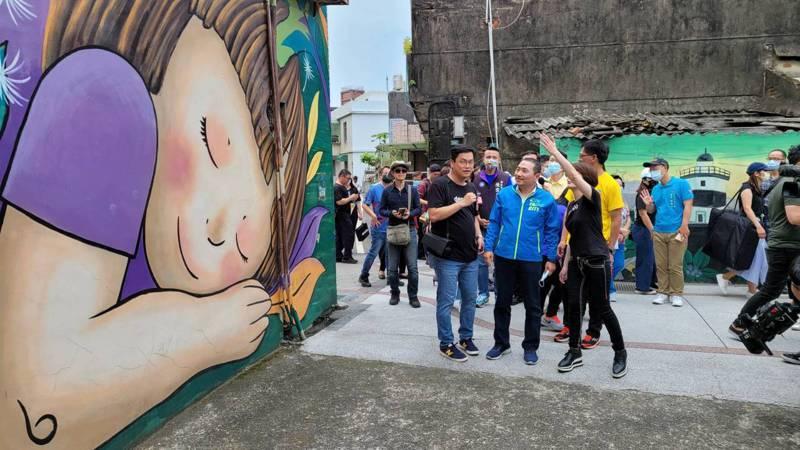 老梅社區新增12處彩繪牆面,結合繪本、電子書等,成為地方新亮點。記者游明煌/攝影