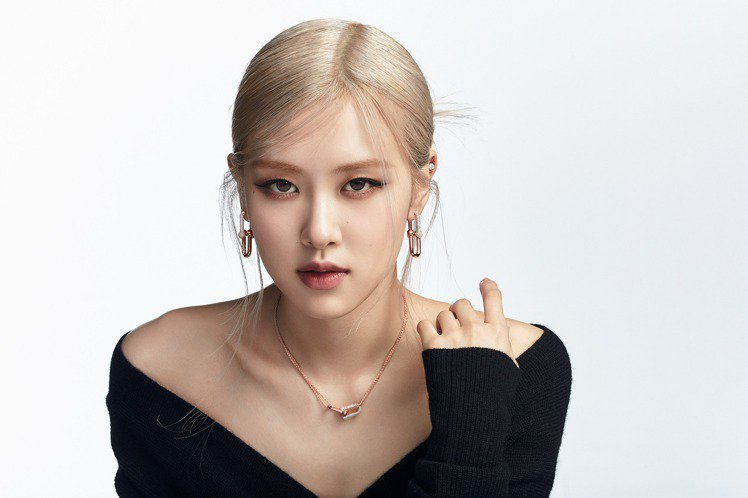 BLACKPINK成員ROSÉ代言Tiffany的形象照,今日發布第二波形象照。...