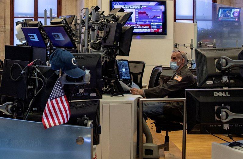 美股27日早盤漲跌互見,基本上在平盤附近狹幅波動。路透