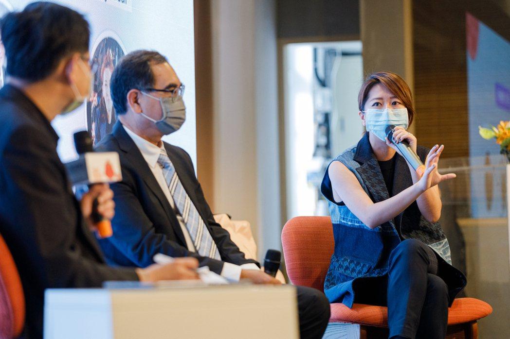 出席與談十多家企業,環境議題成為重點。Storywear創辦人陳冠百(圖右)分享...