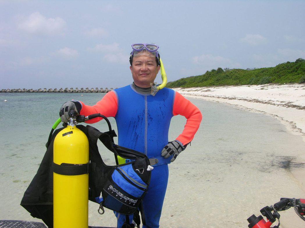 中央研究院生物多樣性研究中心研究員鄭明修,因為對海洋的熱愛成為國內海洋保育先鋒,...
