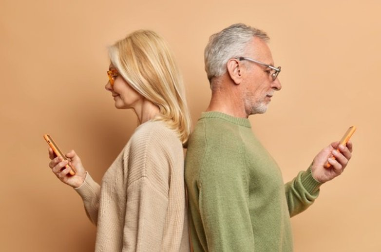 中年夫妻很需要溝通跟討論,尤其在孩子離巢、另一半退休後,兩人相處時間變多,反而容...