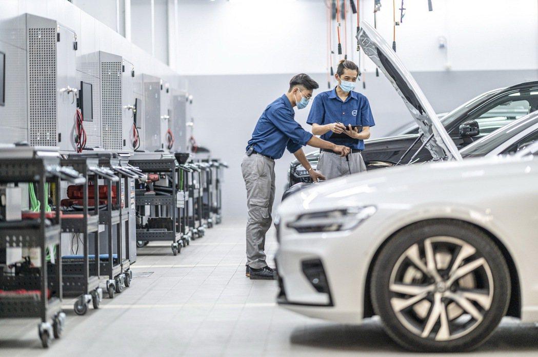 維修服務區設有五個獨立工位容納車輛維修與定保,除了專屬全功能四輪定位工作區,斥資...