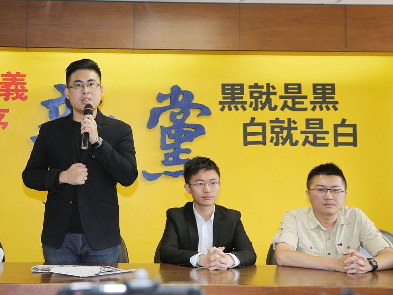 新黨王炳忠(左起)、侯漢廷、林明正。本報資料照片