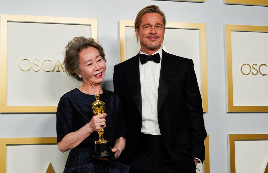 尹汝貞以《夢想之地》奪下最佳女配角獎。 圖/路透社