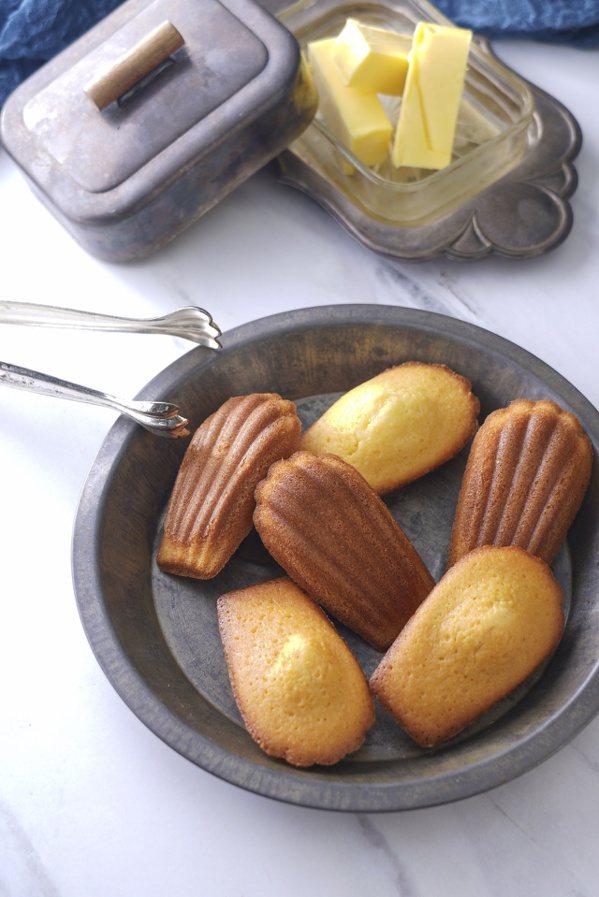 小巧可愛的瑪德蓮蛋糕,美味又方便攜帶。 圖/橘子文化 提供