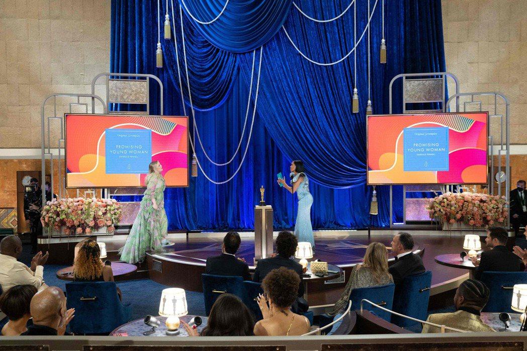 《花漾女子》編導艾美爾拉德芬內爾拿下「最佳原創劇本獎」。 圖/法新社
