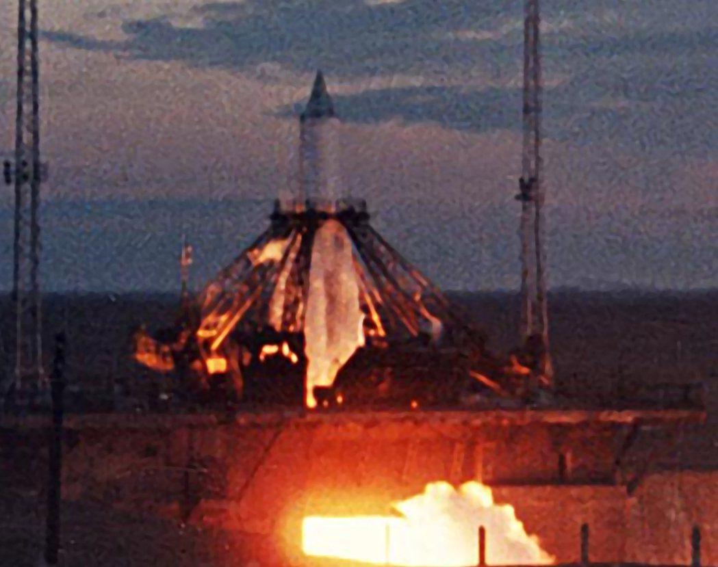 1957年11月3日,萊卡乘著蘇聯的人造衛星史普尼克2號往浩瀚無垠的宇宙飛去。 ...