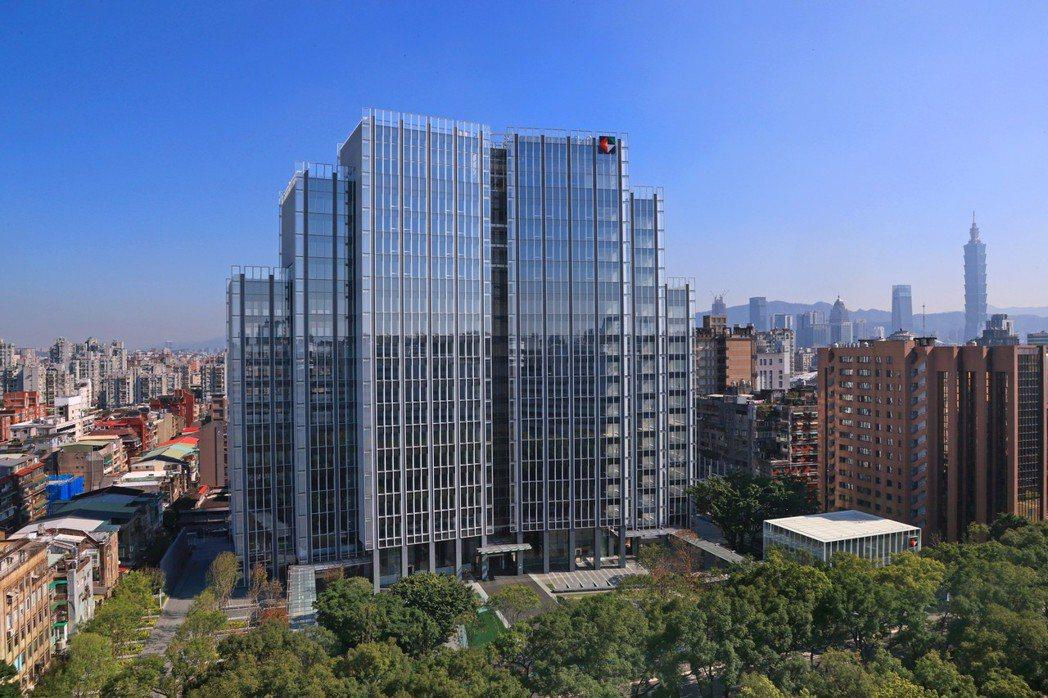 開發金控新大樓榮獲「黃金級綠建築標章證書」。 開發金控/提供